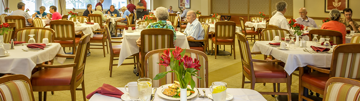dining room at Covenant Village of Cromwell